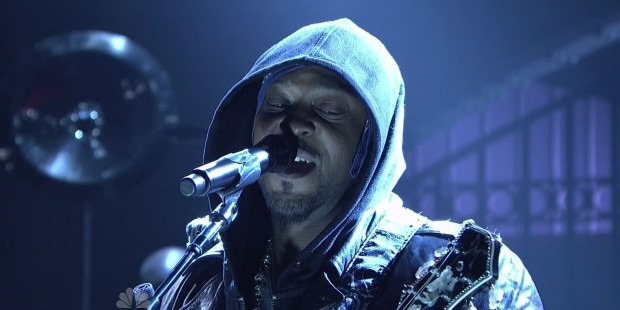 DAngelo-performs-The-Charade-on-SNL
